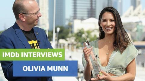 Olivia Munn Wins Fan Favorite Award
